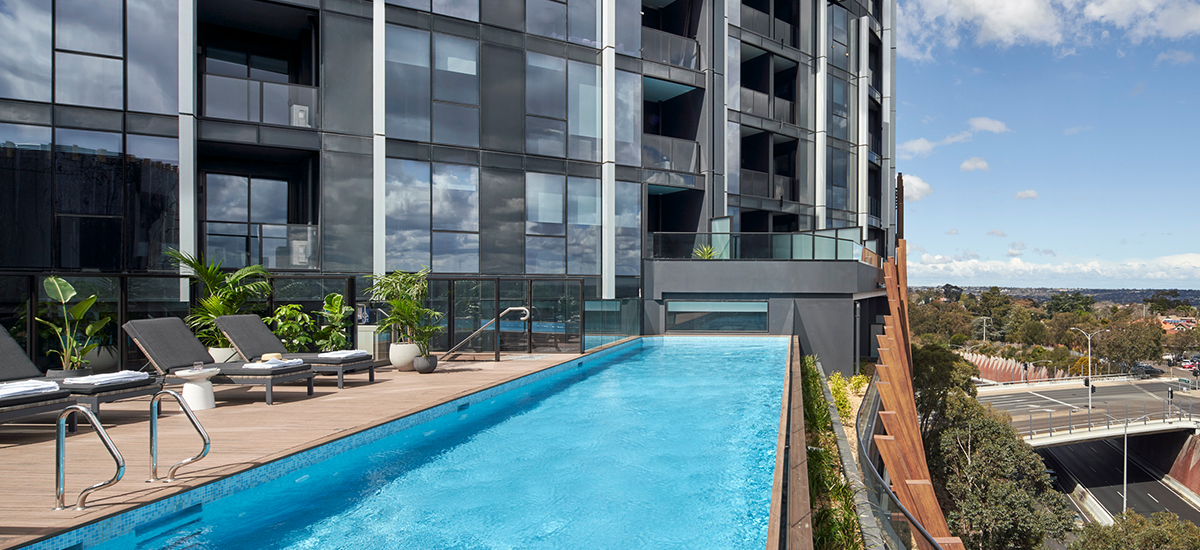 Ivanhoe Apartments swimming pool real photo